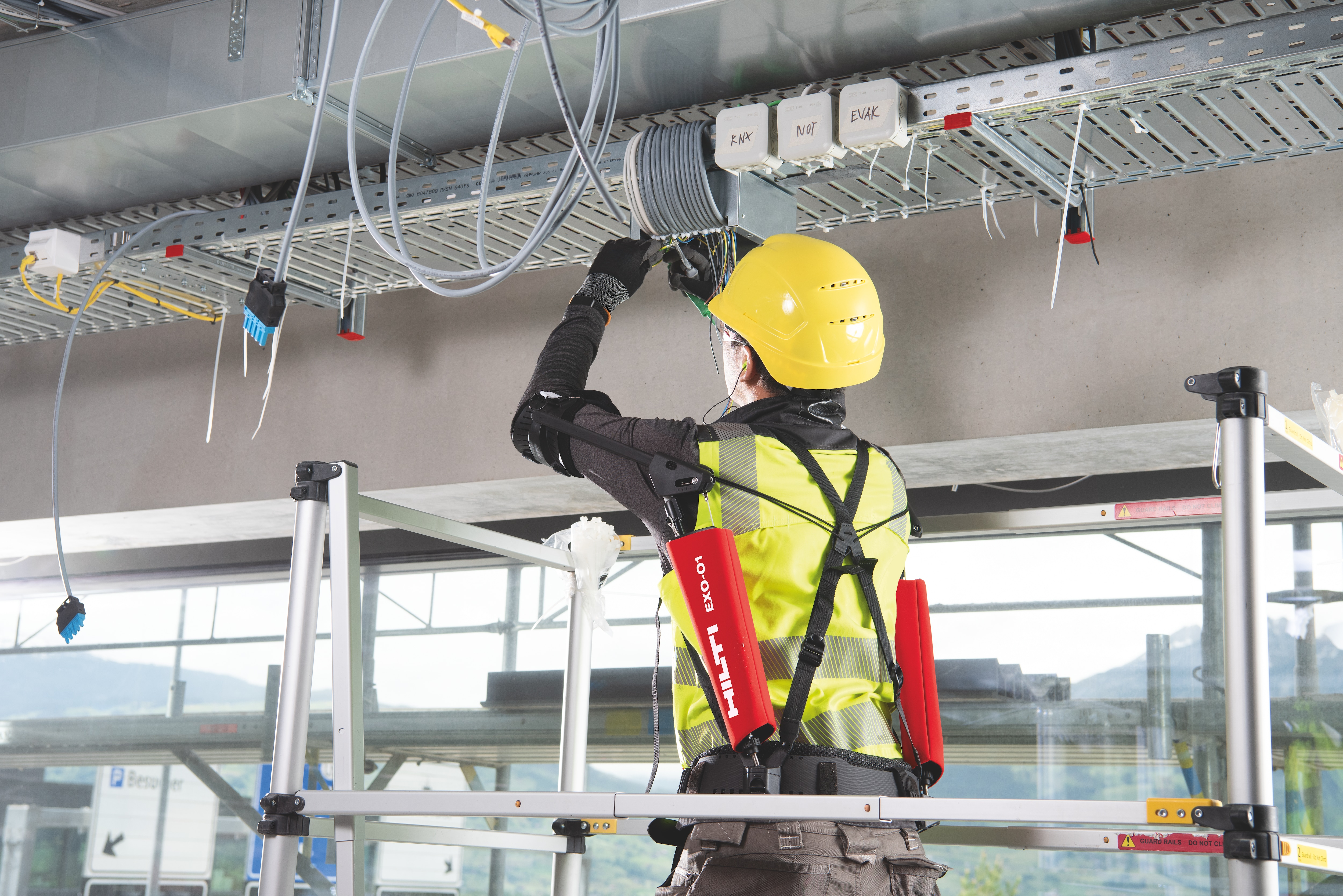 Exoskeleton to relieve strain on the shoulders and arms during overhead installation work